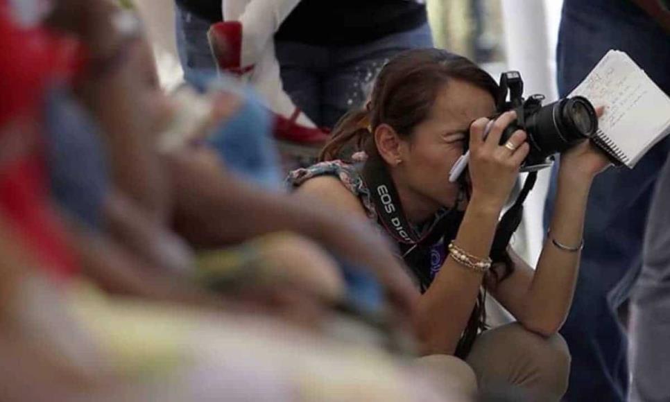 Mujeres periodistas viven doble violencia