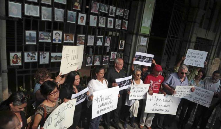 "Periodistas en México enfrentan ""permiso para agredir a la prensa"": Artículo 19"